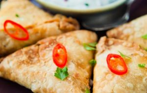 indian-spicy-vegetable-samosa